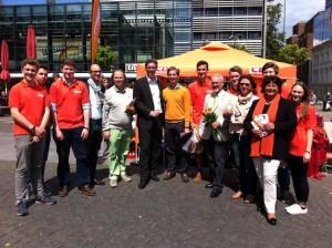 Ein Teil des starken Wahlkampf-Teams, mit unseren Spitzenkandidaten Marcel Philipp, Helmut Etschenberg und Sabine Verheyen. Auch CDU-Kreisvorsitzende Ulla Thönnissen (4.von rechts) gewinnt ihr Direktmandat für den Stadtrat.